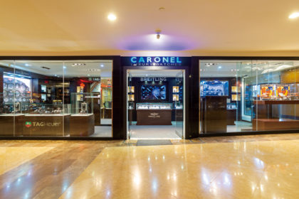 CARONEL LUXURY WATCHES店頭